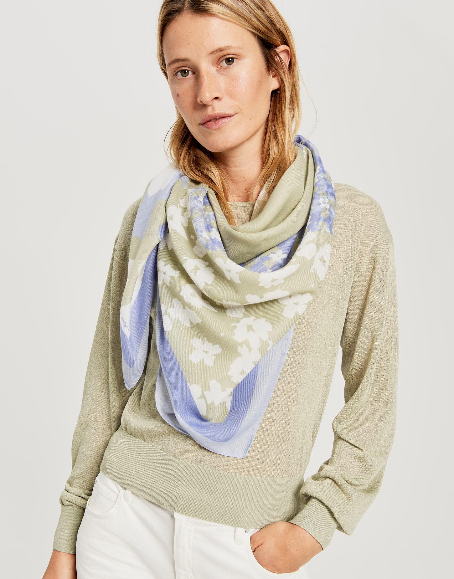 Asophie scarf